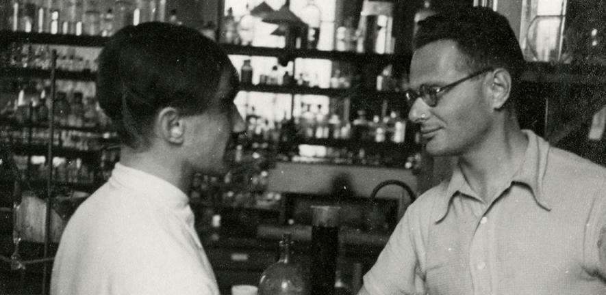 Weil-Malherbe and Krebs in a laboratory, c1934
