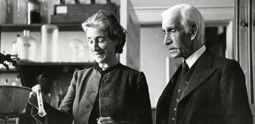 Barbara and Frederick Hopkins in the laboratory, c1941