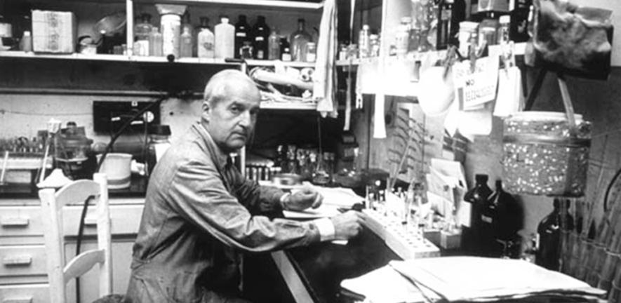 Luis Federico Leloir in a laboratory, 1950